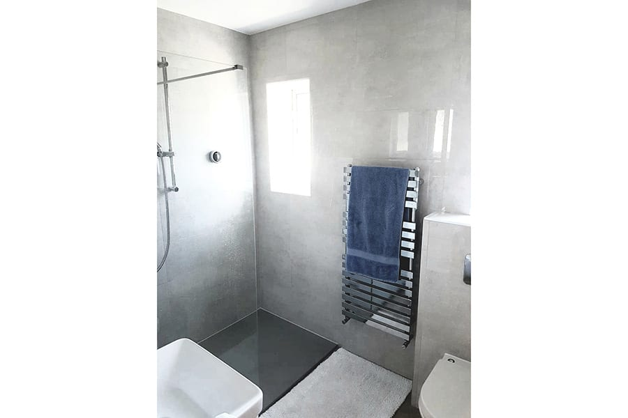 Open shower area with Fiora tray & Aqualisa shower